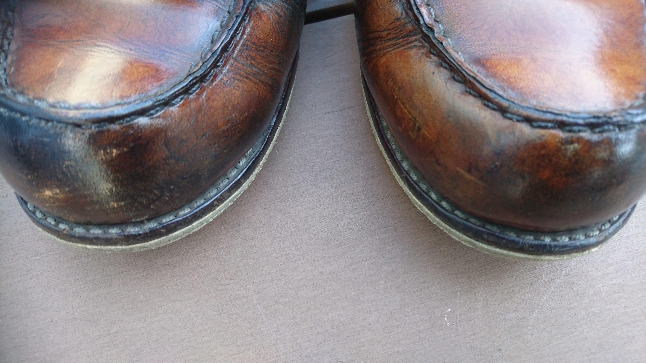 靴磨き後のワークブーツ(redwing)