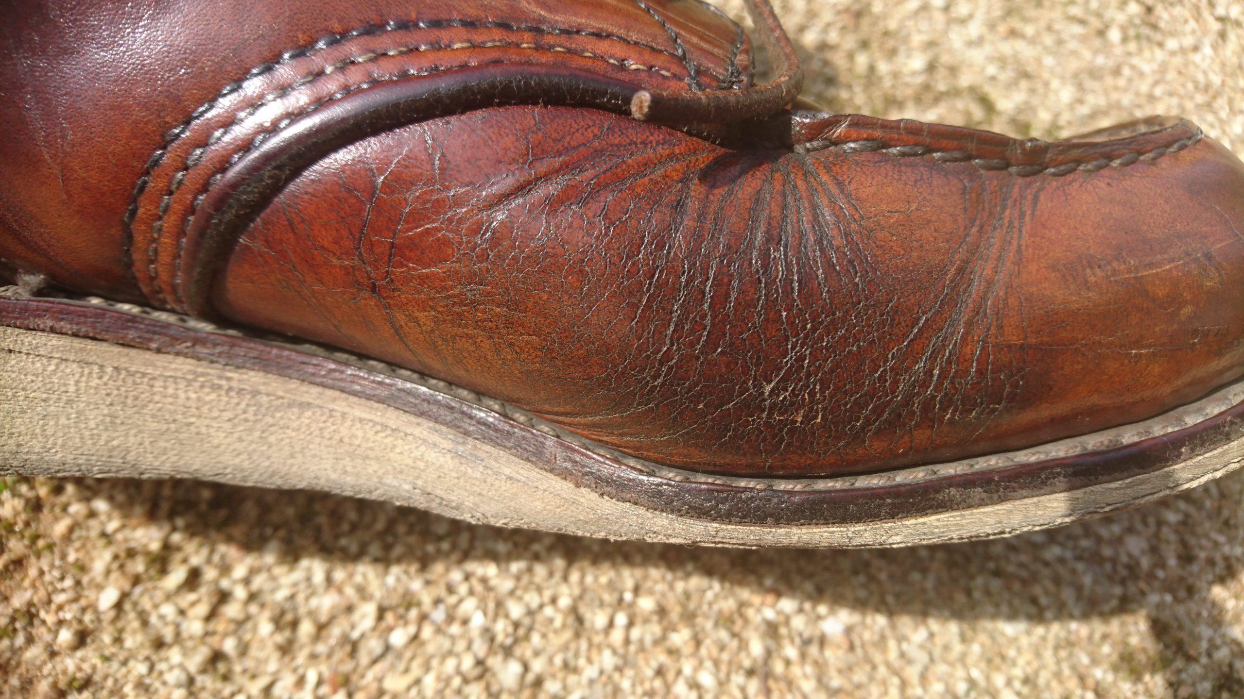 ひび割れのブーツ